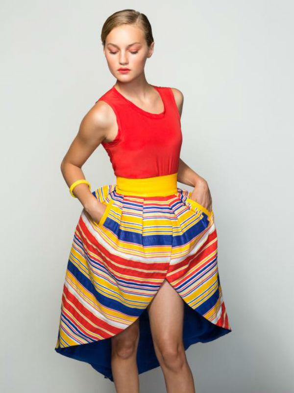 Falda de rayas con volumen, otro de los diseños de Paola Calvo