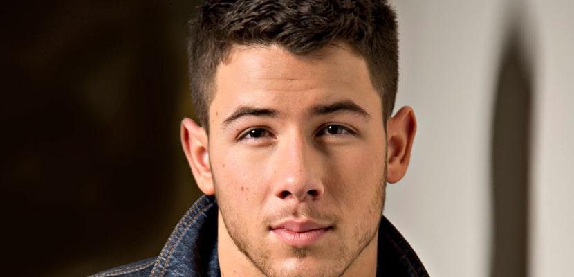 NICK JONAS Nick Jonas, el icono gay posa para Têtu