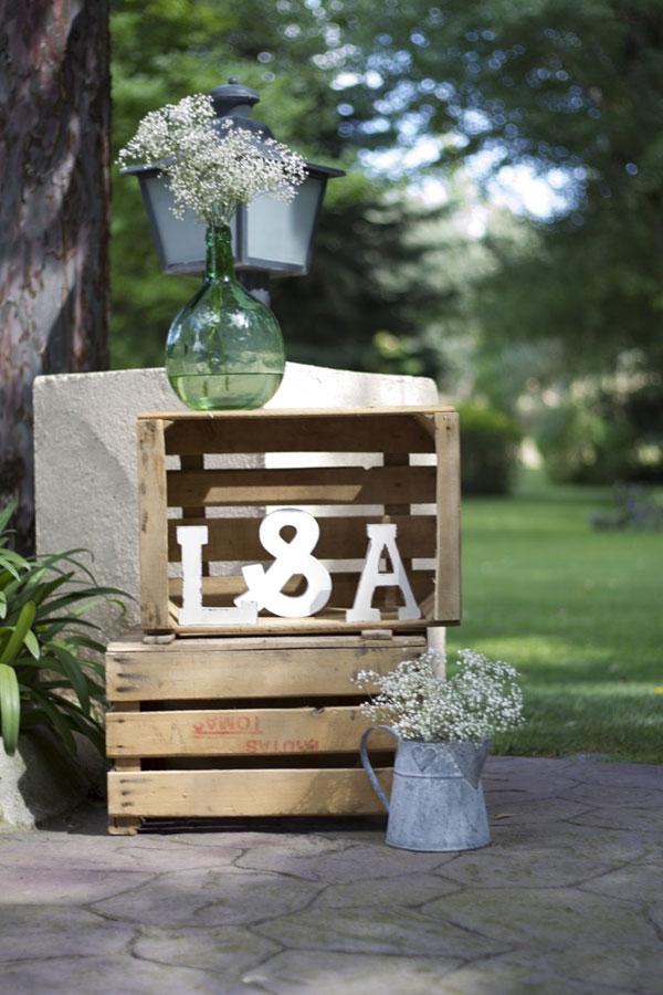 colores-de-boda-22-decoracion-entrada-cajas-damajuanas