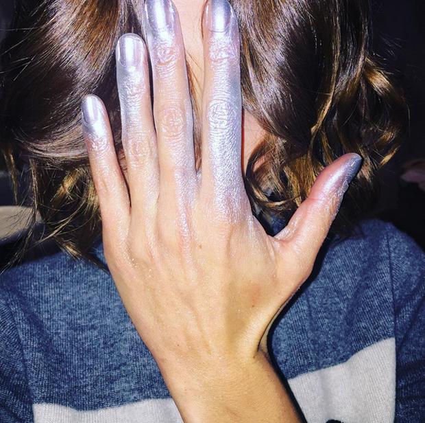 Lo último en manicura: ¡Pinta tus uñas con un spray!