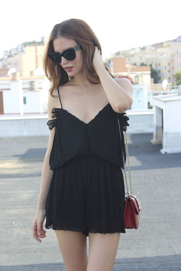 clara alonso total black
