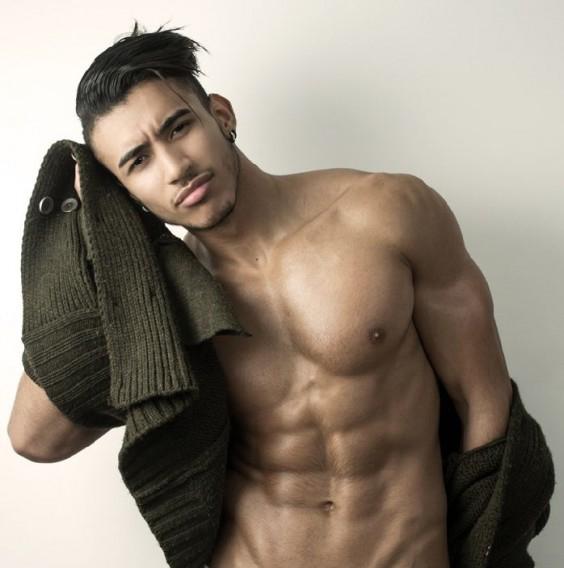 Ayoub Taoumi desnudo modelo marroquí